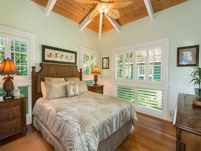 1019845_bedroom-two_800x600