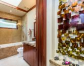 27-2-banyan-estate_guest-bath3-800x533
