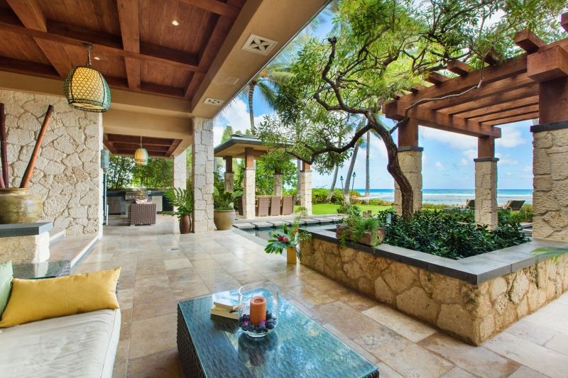 8-2-banyan-estate_indoor-outdoor-lounge-800x533