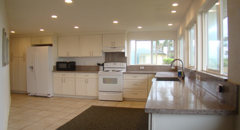 kailua-beach-house_kitchen-new2-800x434