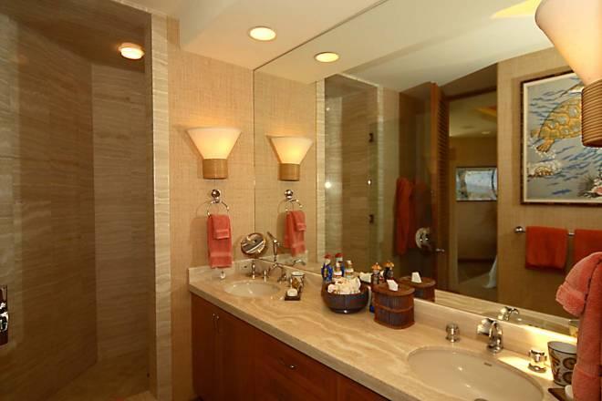 18-fairways-north-1_guest-suite-1-bath