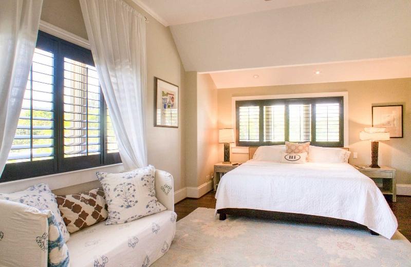 11-aukai-villa_bedroom1-800x520