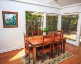 11-lanikai-oceanfront-bungalow_dining