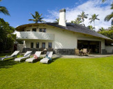 11-paul_mitchell_estate-15-main-house-exterior-and-lawn-on-oceanside-800x531