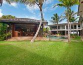 12-luxury-kailua-estate_courtyard1-800x531