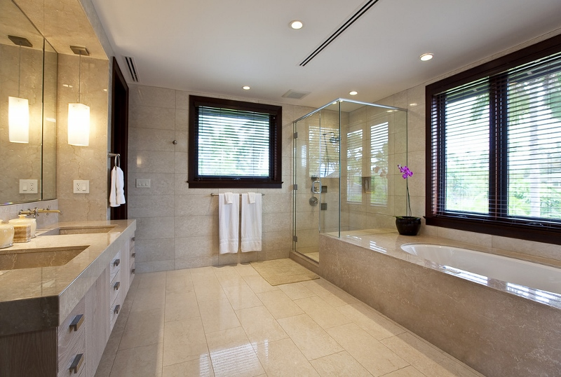 14-royal-beach-estate-master-bath-800x538
