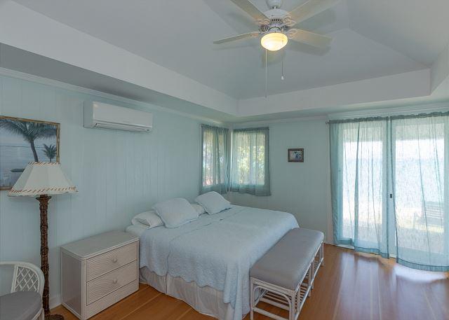 15-lanikai-oceanfront-bungalow_bedroom1