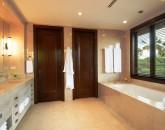 16-royal-beach-estate-2nd-master-bath-640x425