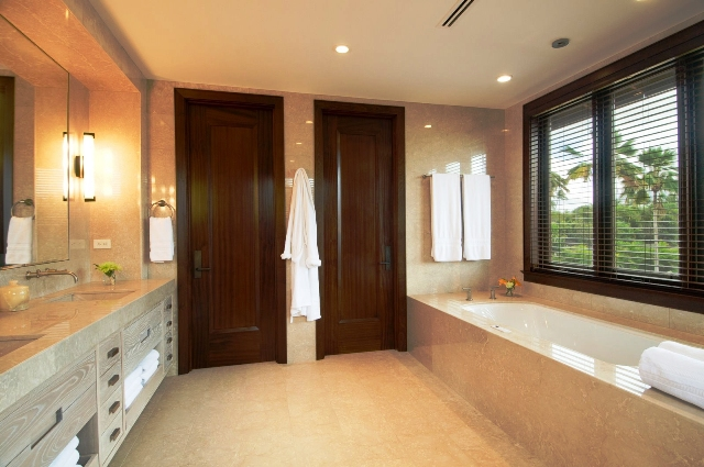 16-royal-beach-estate-2nd-master-bath-640x425