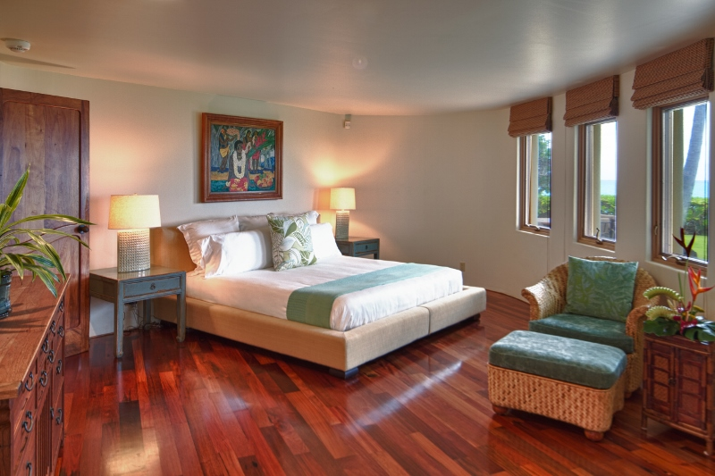 16-paul_mitchell_estate-14-guest-bedroom-in-main-house-ground-level-800x533