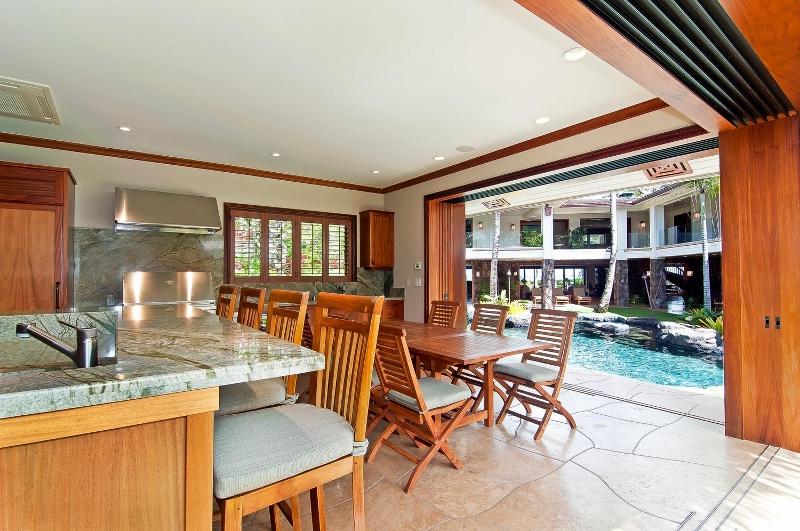 17-luxury-kailua-estate_lanai-kitchen1-800x531