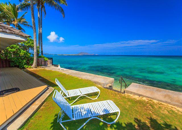 2-lanikai-oceanfront-bungalow_view1