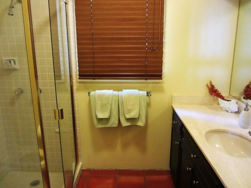 20-kalani_bed3bathroom