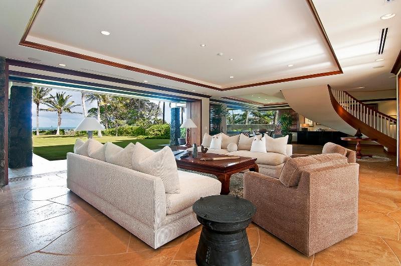 24-luxury-kailua-estate_great-room2-800x531