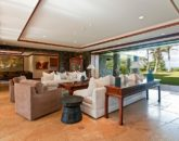 25-luxury-kailua-estate_great-room3-800x531