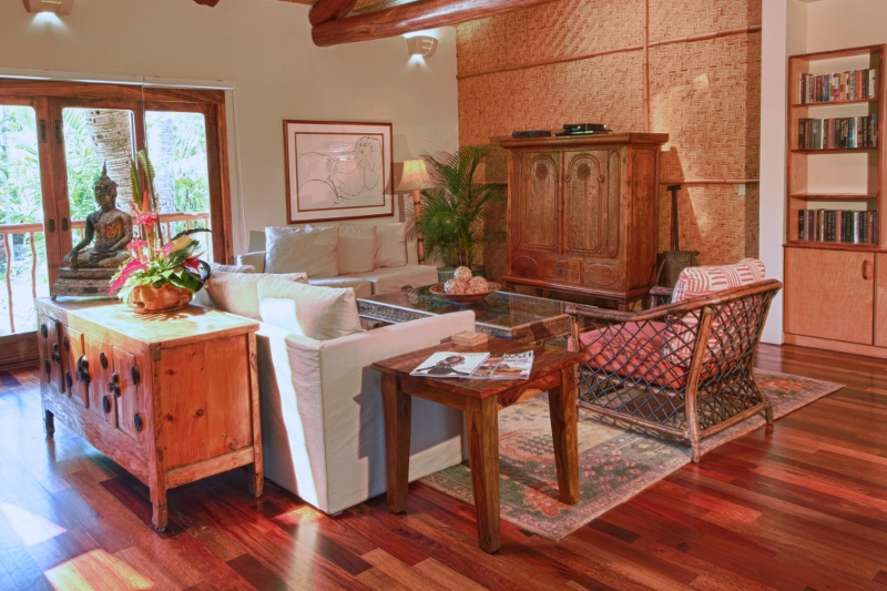 26-paul_mitchell_estate-47-7br-garage-house-living-room-800x533