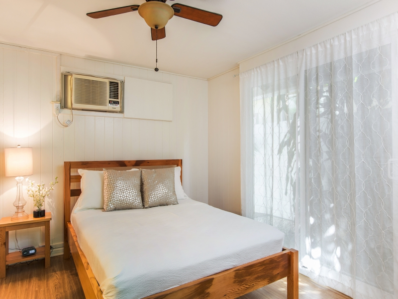 27-blanca-villa_guest-cottage-queen-bed