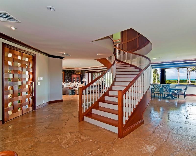 27-luxury-kailua-estate_interior-entry-800x638