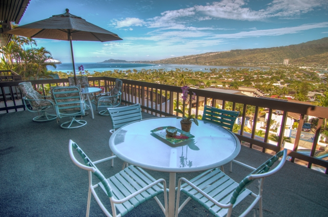 3-hale-ohana_outdoor-dining
