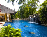 3-paul_mitchell_estate-40-salt-water-pool-and-pool-house-800x531