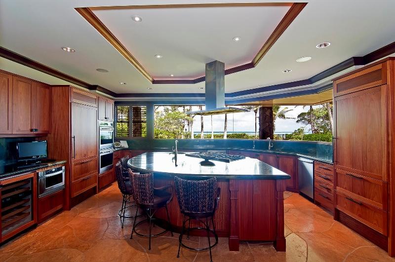 30-luxury-kailua-estate_kitchen1-800x531
