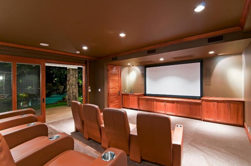 34-luxury-kailua-estate_theater3-800x531