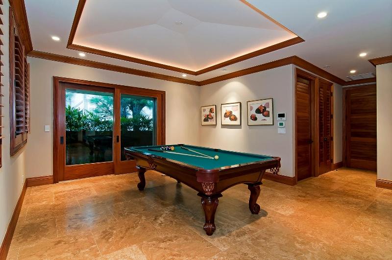 35-luxury-kailua-estate_billiard-800x531