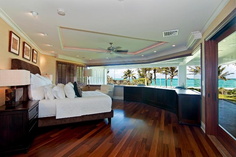 37-luxury-kailua-estate_bedroom4-master-800x531