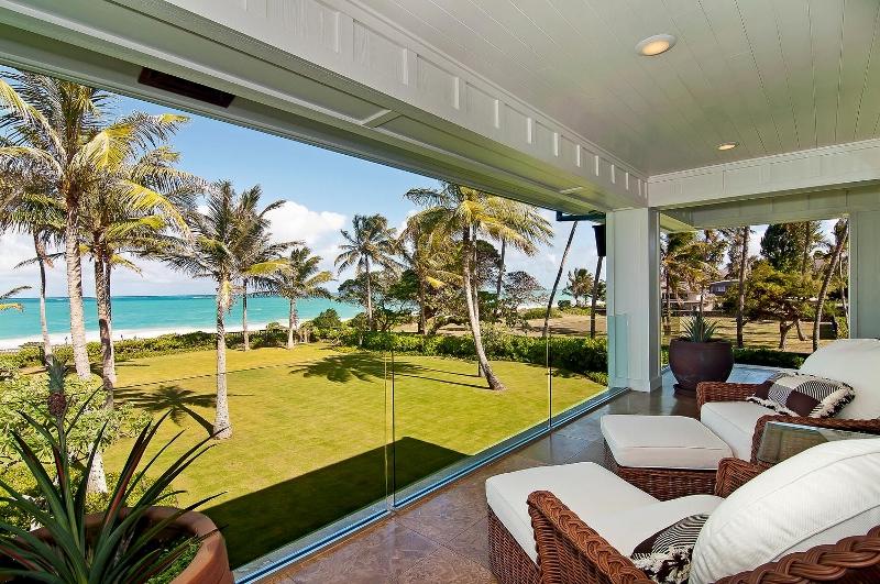 40-luxury-kailua-estate_bedroom4-master-lanai2-800x531