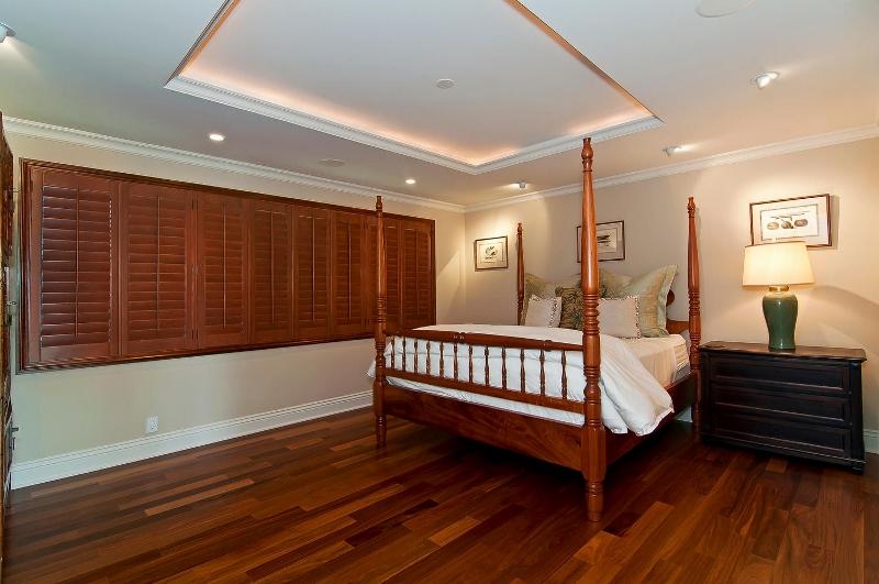 49-luxury-kailua-estate_bedroom2-800x531