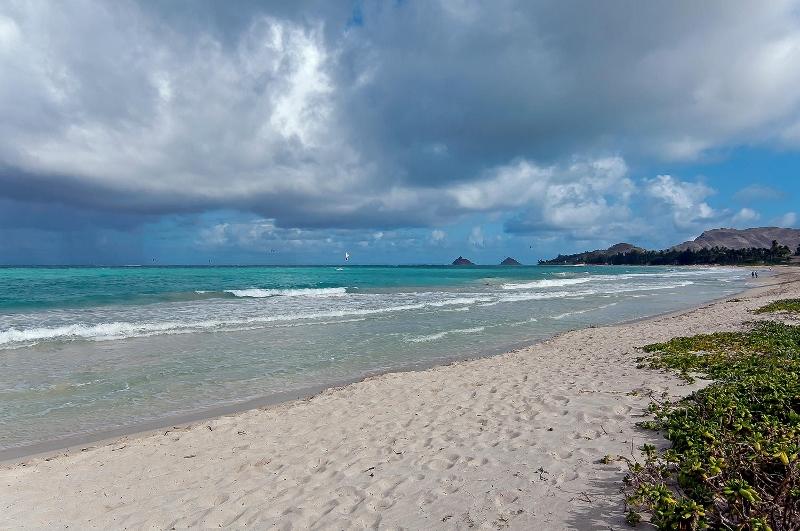 58-luxury-kailua-estate_beach2-800x531