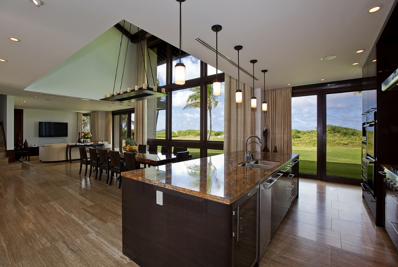 6-royal-beach-estate-kitchen-dining2-800x537
