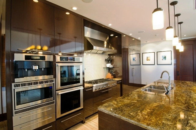 7-royal-beach-estate-kitchen-640x425