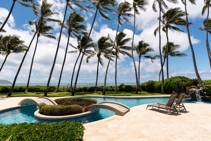 kahala-beach-estate_pool-ocean-view-800x534