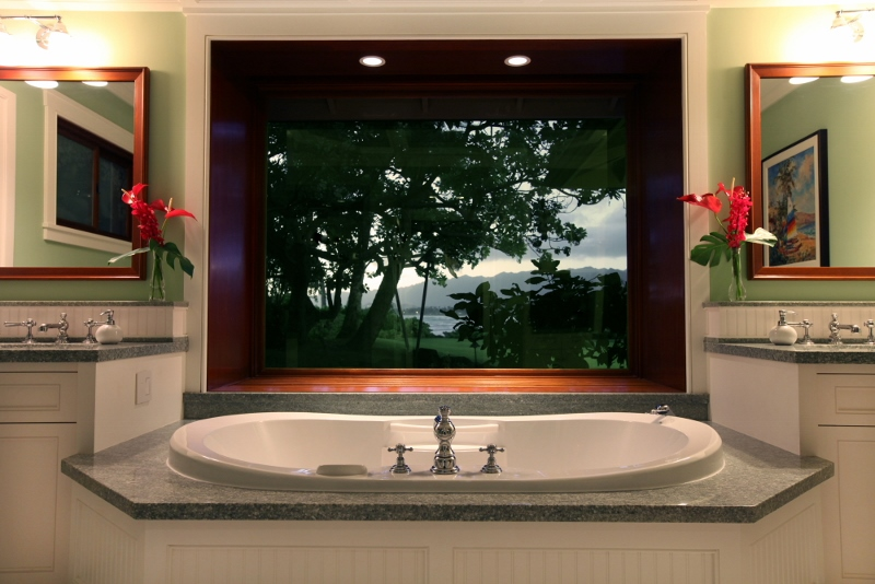 luxury-bathtub-hawaiian-estate-800x534