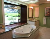 paradise-estate_master-bath_img_2416