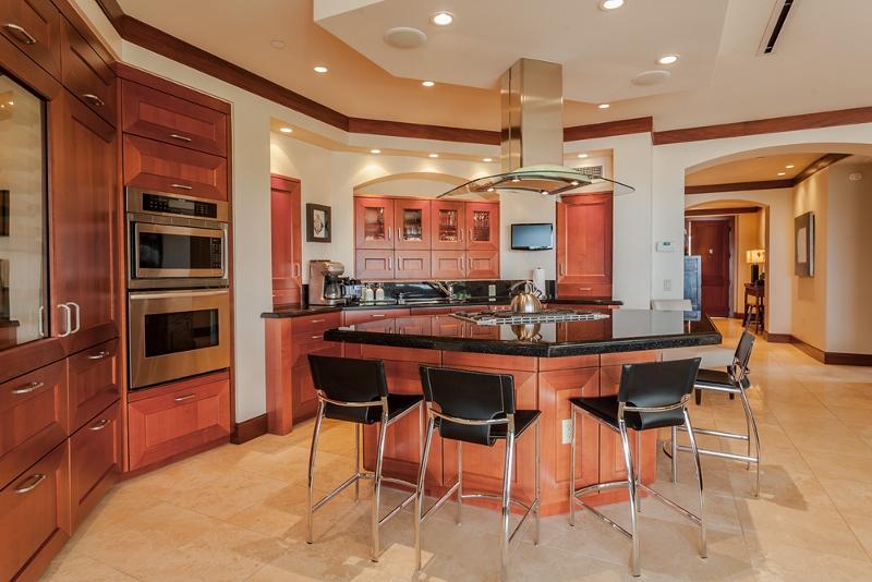 10-bellaluna_kitchen2-800x534