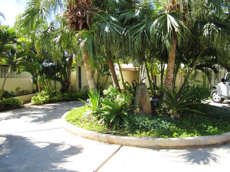 11-ocean-oasis_gated-driveway
