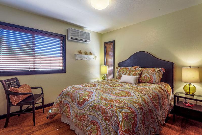 12-marinaretreat_bedroom1-queen