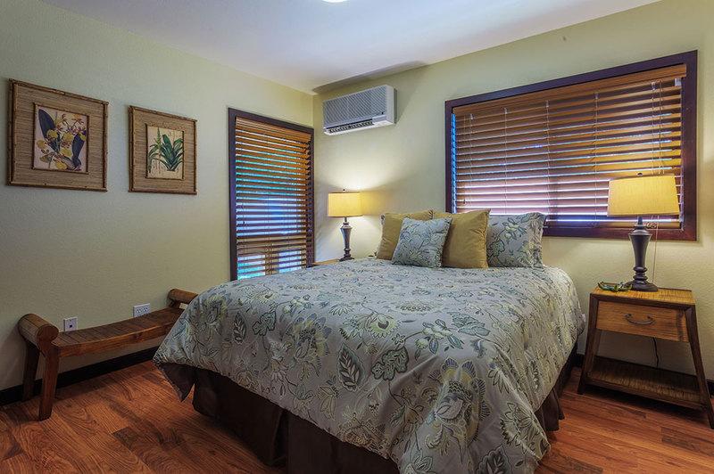 13-marinaretreat_bedroom2-queen