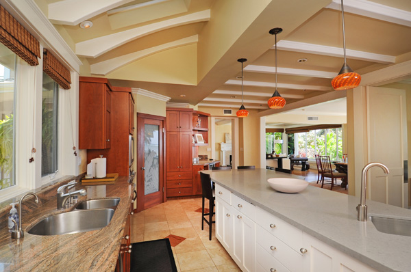 14-azureoceanfront_kitchenc