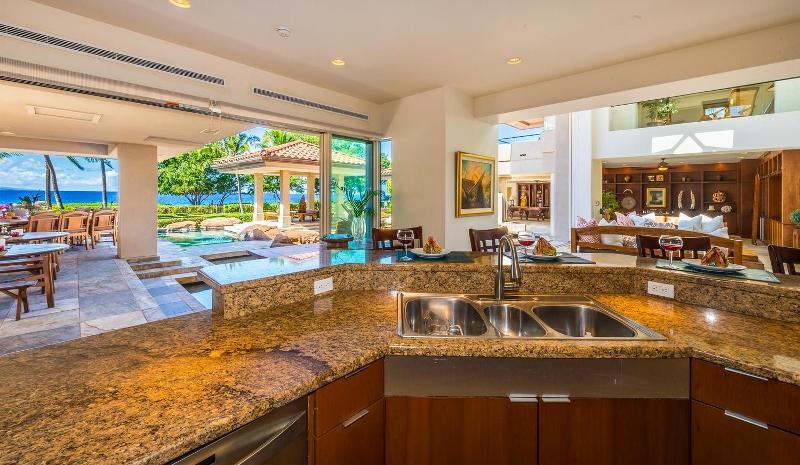 14-kai-ala-estate_kitchen3-800x465