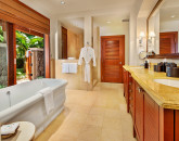 19-cocopalms_master-bath