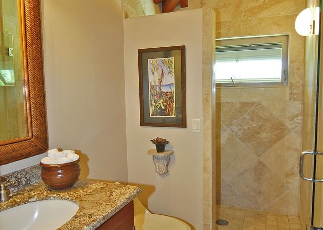 22-puako-beach_suite-bath2