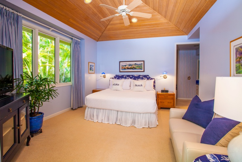 23-opalseas_main-level-poolside-king-master-bedroom-two_sm