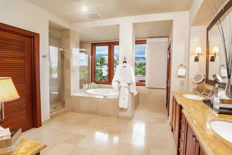 24-bellaluna_second-master-bath-800x534