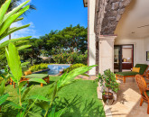 3-cocopalms_private-yard