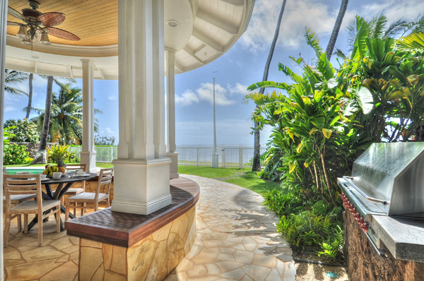 5-azureoceanfront_outdoordining2
