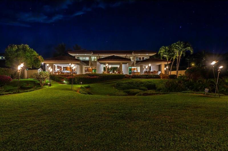 5-kai-ala-estate_exterior-night-800x532