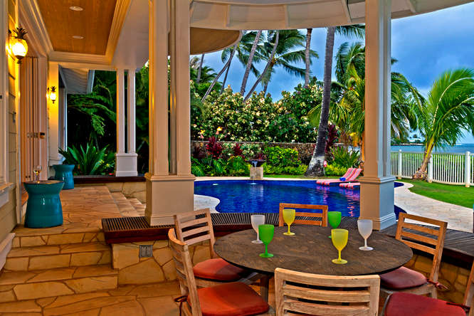 7-azureoceanfront_outdoor-dining